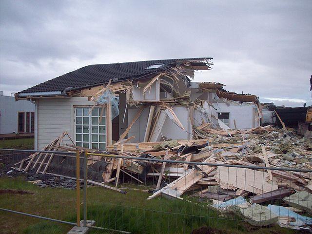 mimpi rumah runtuh